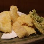 日本料理 きた山 - 天麩羅、たらの芽、新玉ねぎ、筍、穴子