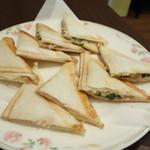 アキバカフェ - 料理写真:2014年1月 ホットサンドセット(チーズ&ハム、ツナ&大葉、ホットコーヒー)【650円】
