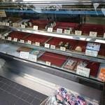 飯塚精米店 - 目の前でエライ売れ行き!人気の程が伺えます。