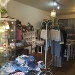 カフェ ド ヴェール - ベビー服や親子服、ハンドメイドの雑貨スペース