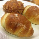 ケンズベーカリー - 料理写真:塩パン&カレーパン