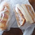 コミネベーカリーパン工房こみね - カツサンドとフランクロール、1割引きになった
