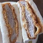 コミネベーカリーパン工房こみね - カツサンド240円、脂身のないヒレかつサンド