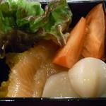 ワイン&十色 - サーモンやホタテのマリネと生野菜☆♪