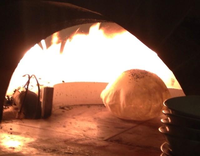 TAXiM - トルコ風 窯焼きパン 焼き上げ中