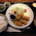 ヒロキ家 - 広島産牡蠣フライ定食 840円