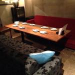 EDGY - 広くていい照明の明るさ、落ち着きあるソファです!