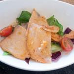 浅黄 - サーモンの薄切りと焼きサラダ