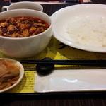 陳建一 麻婆豆腐店 みなとみらい店 -  ランチの麻婆豆腐とご飯です。麻婆豆腐は、辛さの調節も出来ます。