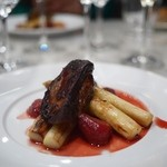 ビストロ キフキフ - フォアグラとホワイトアスパラガスのソテー、赤ワインと苺のソース