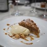 ビストロ キフキフ - アーモンドとクルミのタルト 八角と生姜のアイスクリーム添