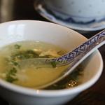 MAO - 麻婆丼についてくるスープは鶏の優しいスープ