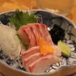潮騒料理 哉吉 - 石鯛のお刺身 900円くらい?
