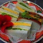 ポレポレ コーヒールーム イマジン - 料理写真:野菜もたっぷり、玉子チーズサンド。