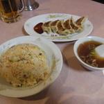 一番軒 - 料理写真:チャーハン+餃子+生ビール