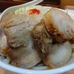 ぎんじろう - らーめん(750円)+小豚(200円)+野菜増し