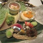 花邑 - 新タケノコの木ノ芽あえ、蟹の酢のもの、煮こごり、そら豆の天ぷら、ワカサギ、湯葉と雲丹、花山葵白和え、鯖のお寿司