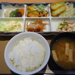 やよい軒 - 料理写真:2015.03 彩定食(790円)