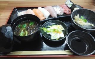 海鮮丼 田島 - 「寿司盛合膳」1200円