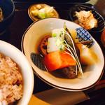 marusan&wacca - 友人の注文した一汁三菜の料理