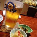 家庭料理 まさき - 生ビール600円、お通し500円