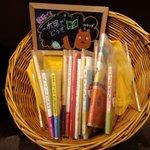 タリーズコーヒー - 自由に読める絵本。毎月第2土曜11時に幼児対象の絵本読み聞かせ会というイベントあり。