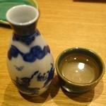 まんだりん - 白鹿辛口・熱燗(600円)