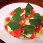 シエスタ - トマトとモッツァレラとバジル