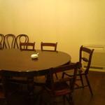 36182336 - インタビューに使われたテーブル(2F)