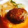 カフェ&レストラン ベーシック - 料理写真:ジューシーなハンバーグ