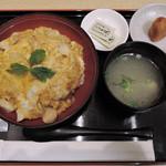 鶏三和 - 香草美水鶏親子丼