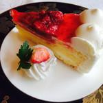 カフェ&レストラン ベーシック - 苺ケーキ