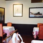 カフェ&レストラン ベーシック - 綺麗な店内
