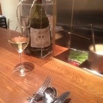キャトルラパン 神戸三宮 - ワインは定番のボトル白。これはカリフォルニア産のシャルドネ。