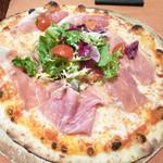 アルレッキーノ - パルマ産生ハムとモッツァレラチーズのピッツァ