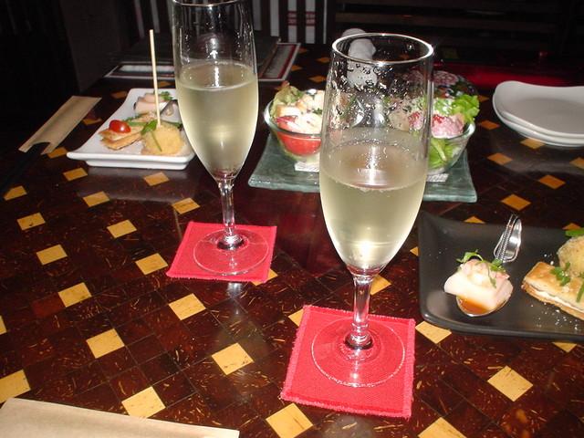 藁の火 - 記念日で予約するとスパークリングワインをサービスしてくれます