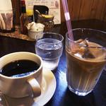 ホットポット - コーヒーとアイスカフェオレ¥350