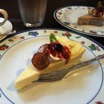 ホットポット - チーズケーキ二種注文。セットなら各¥600