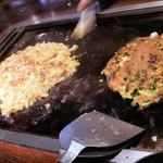 下町のてっぱん焼だるまや - もちチーズもんじゃとネギ玉いかを焼きました!