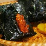 おにぎり浅草宿六 - 料理写真:いくらのおにぎり