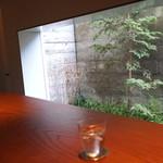 ゼンカフェ - 中庭が見えます (2015/03)