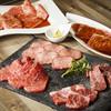 Akasakayakinikukintan - 料理写真:赤坂リッチコースは全13品、7,980円。名物料理をちょっとずつ色々楽しめるコースです。