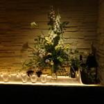 バー プリベ - 週に一回、生け替えられるお花もステキです