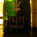 バー プリベ - 置いてあったシャンパンボトルには、「記念ボトル」ですね。お店の名前と開店日が彫ってありました。