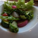 アンリロ - ランチのdeux(1512円)のサラダ。葉物の底にも旬の野菜がたくさん
