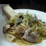 キッチン&バル アイユート - ランチ:鶏肉とオリーブのソース煮込みスパゲッティ