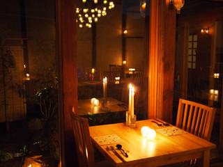 キャンドル卓 渡邉邸 - 夜はキャンドルのあかりが映えます