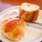 洋食屋料理番 - ランチのパンとマーガリン。ライスにすることもできます♪