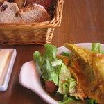Brasserie MARENGO - スペイン風オムレツと自家製パン