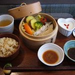 chinese cafe 茶林香 - 1日10食限定!旬のお野菜たっぷりヘルシー蒸籠ランチ